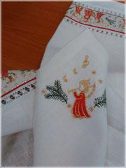 Новогодняя льняная салфетка с вышивкой Ангел