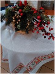 Новогодняя льняная скатерть с мережкой и вышивкой