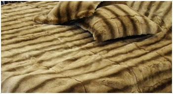 Меховое покрывало на двуспальную кровать и подушки из меха норки