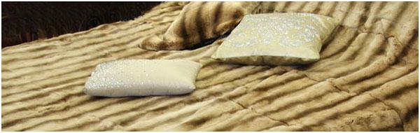 Меховое покрывало из натурального меха норки на двуспальную кровать