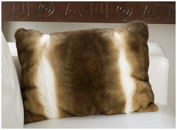 Декоративная подушка из меха орилаг