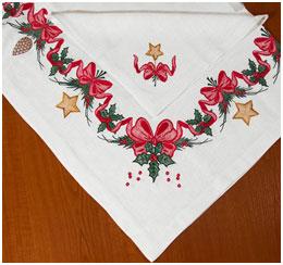 Праздничная льняная скатерть и салфетка Гирлянда