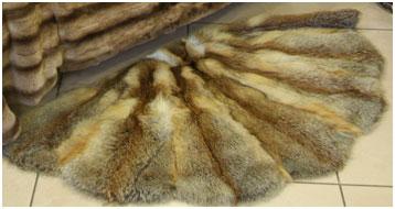 Коврик на пол из меха красной лисы