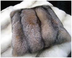 Интерьерная подушка с мехом серебристой лисы