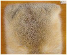 Интерьерная подушка с мехом красной лисы